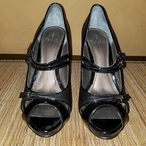 Linea Paolo Buckle Shoe Black Leather in size 10.5